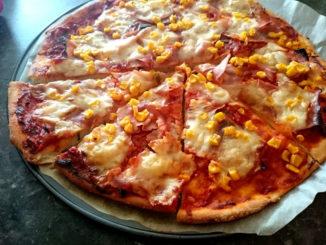 domácí pizza z celozrnné mouky