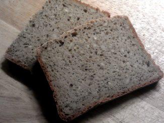 domácí chléb z žitného kvásku