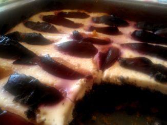 švestkový koláč s mákem a tvarohem