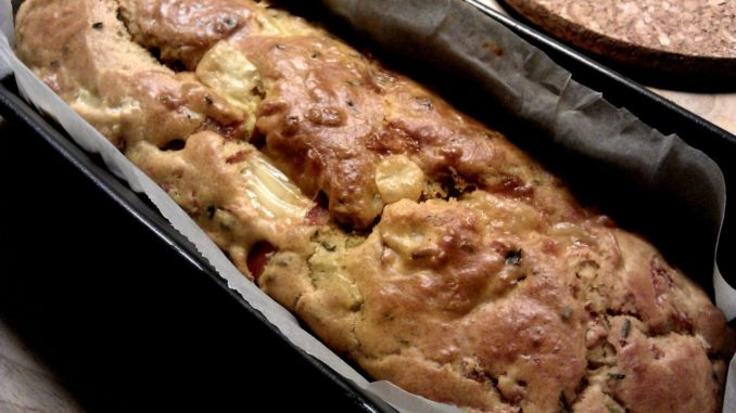 kynutý chléb se šunkou a ementálem