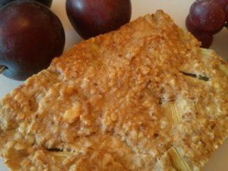 mandlový koláč z rebarbory