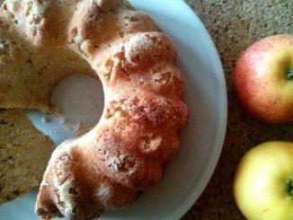 kokosová bábovka s jablky