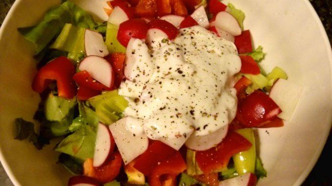 zeleninový salát z ředkviček