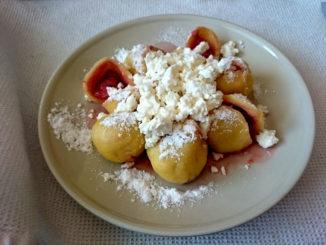 jahodové knedlíky z tvarohového těsta