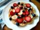 domácí vafle s ovocem