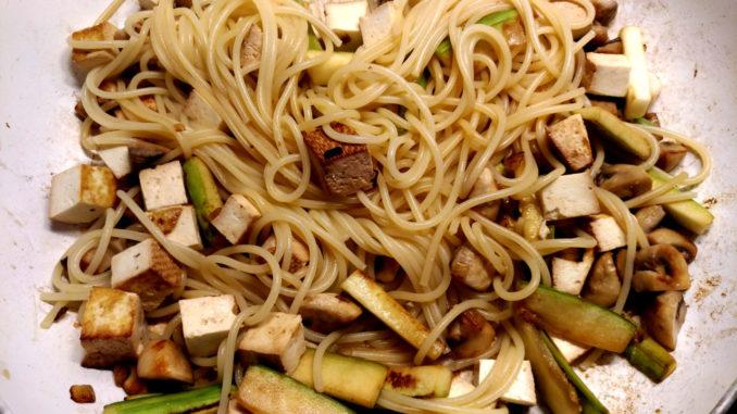 těstoviny s uzeným tofu