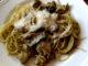 těstoviny s kuřecím masem a bazalkovým pestem