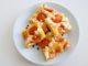 kefírová buchta s čerstvými meruňkami