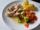 kuřecí nudličky s bramborami a zeleninou